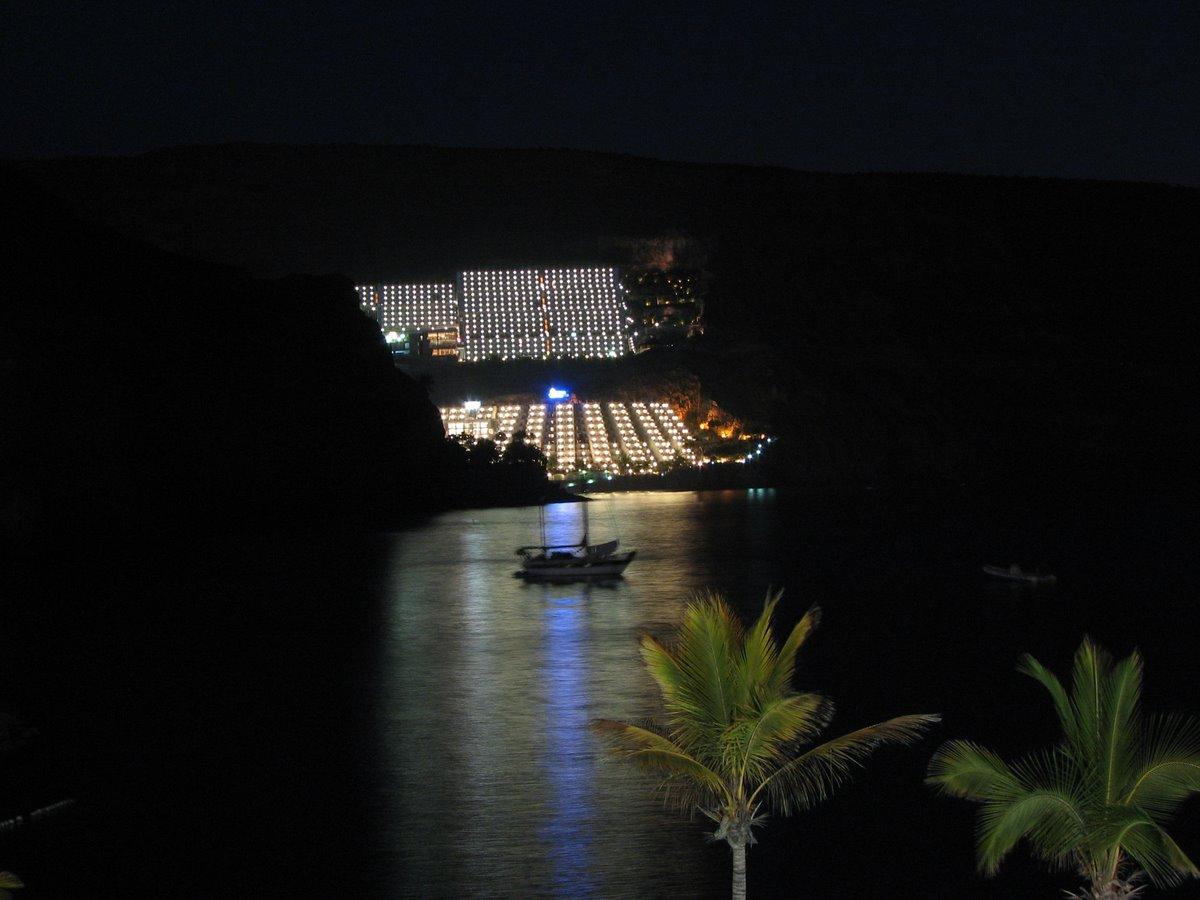 Ankerndes Schiff in der Bucht von Gran Canaria